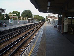 Ruislip Manor tube station - Westbound platform looking east