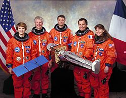 v. l. n. r. Eileen Collins, Steven Hawley, Jeffrey Ashby, Michel Tognini, Catherine Coleman