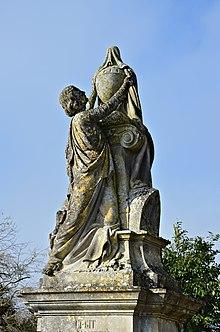 Saint-Gaudent 86 Pierre tombale XIXe détail 2014.jpg