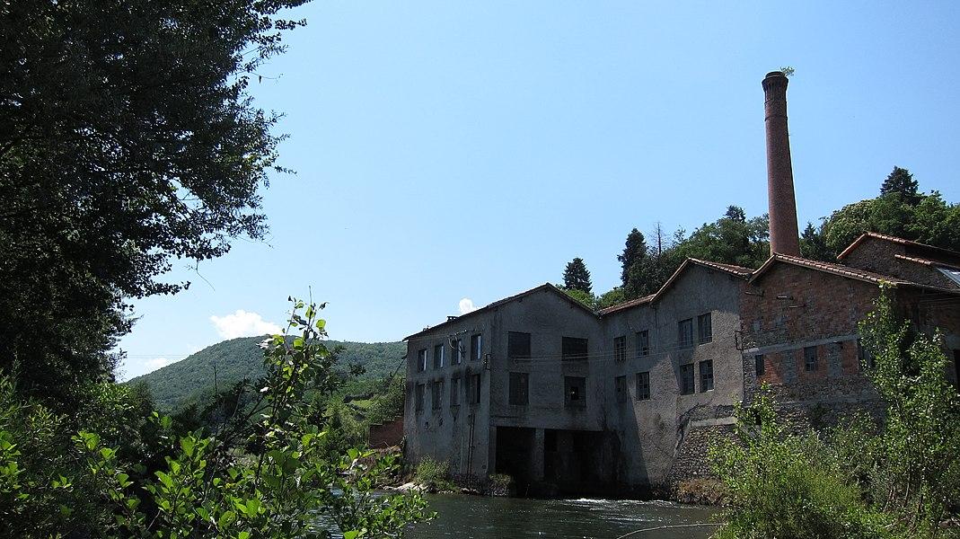 Saint-Girons (Ariège, France): L'ancienne usine JOB au bord du Salat.
