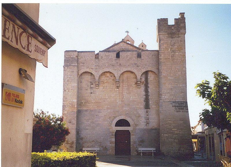 Fichier:Saintes-Maries-de-la-Mer-Chiesa-fortezza.jpg