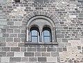 Salamon-torony, kettős ablak, 2018 Visegrád.jpg
