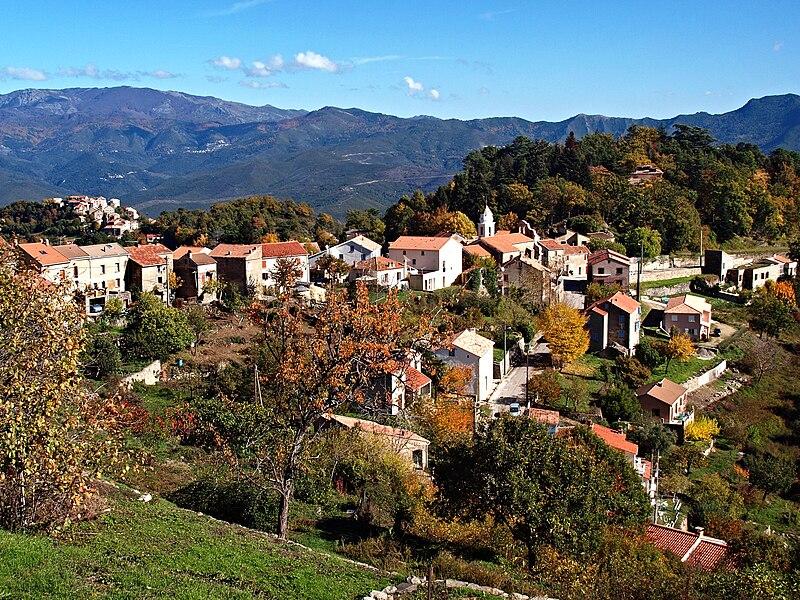 Fichier:Santo-Pietro-di-Venaco village.jpg