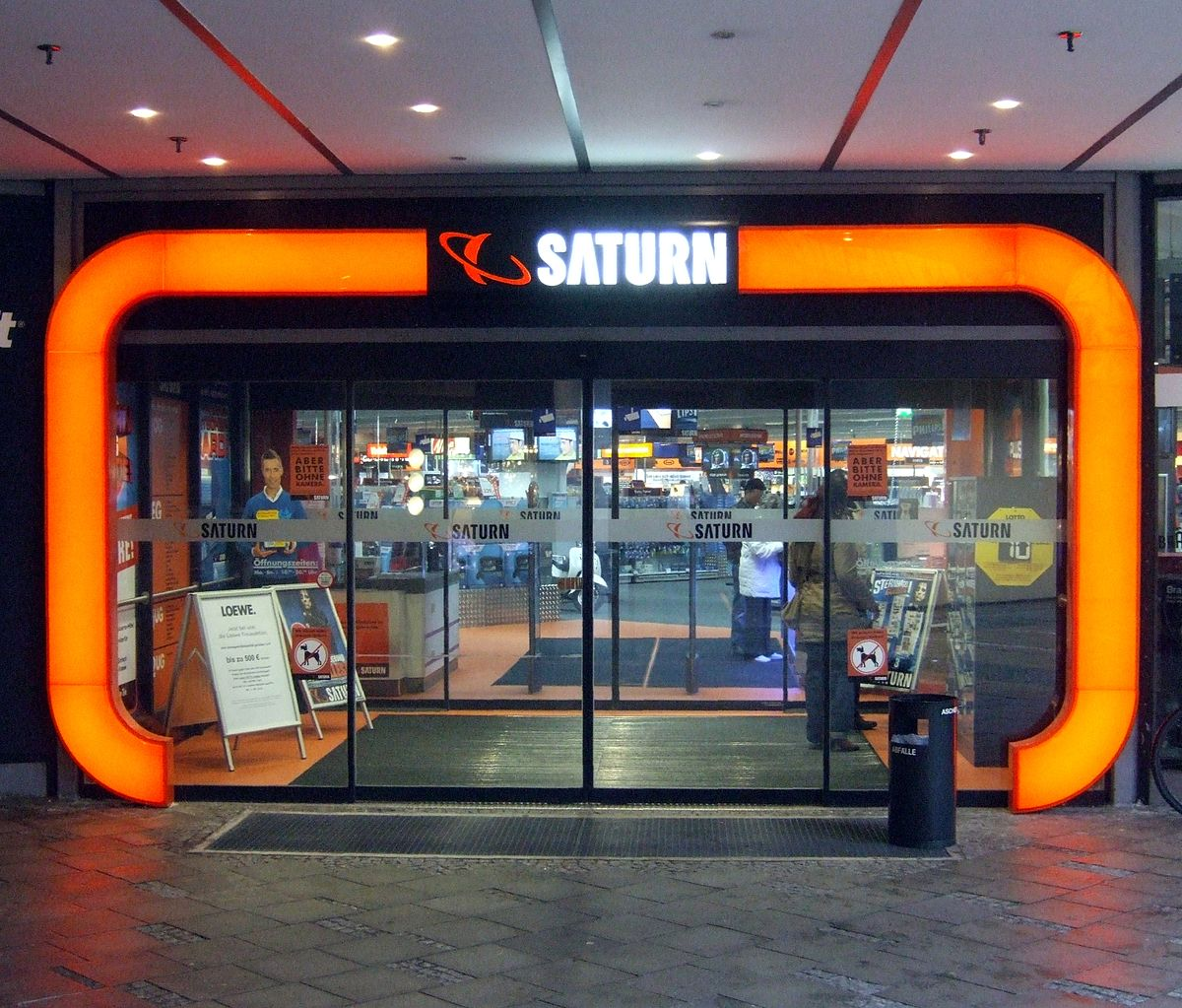 Saturn-Markt Theresienhöhe München Eingang.jpg