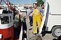 Scènes de retour de pêche - Un marin-pêcheur en cotte jaune (7).jpg