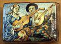 Scatola rettangolare in maiolica con scena della commedia dell'arte, xviii secolo 01.jpg