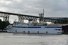 Schleswig-Holstein, Hochdonn, Fähranleger am N-O-Kanal; das Motorschiff Brahe lag dort als Hotelschiff für Wacken Open Air 2015 NIK 5433.jpg