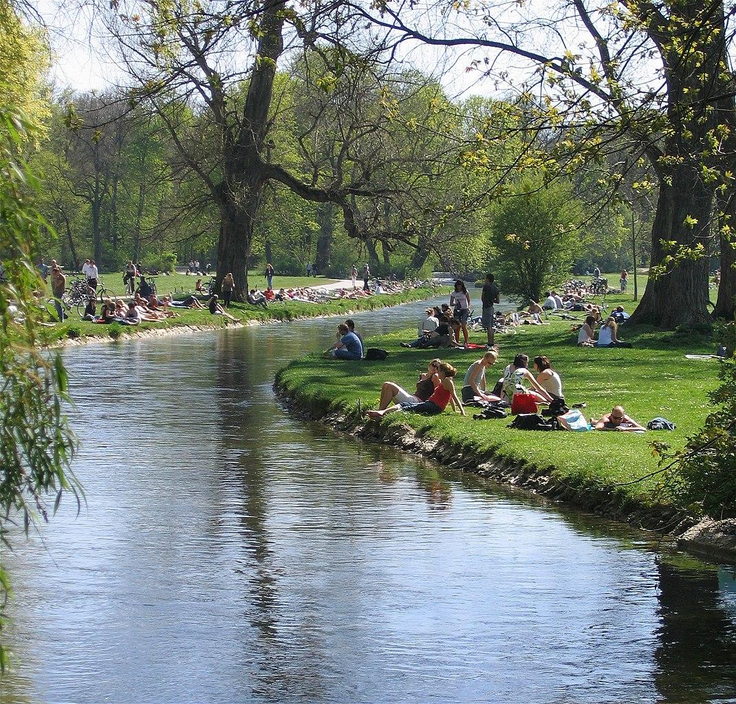 Spielplätze Englischer Garten: Datei:Schwabinger Bach Englischer Garten Muenchen-2.jpg
