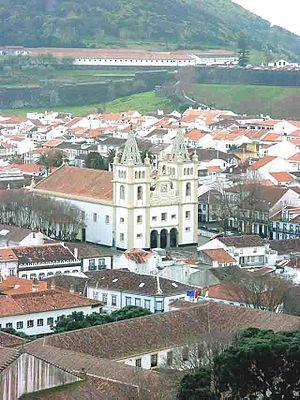 Cathedral of Angra do Heroísmo - A view of the cathedral surrounded by the Rua da Sé, Rua Carreira dos Cavalos, Rua da Rosa and Rua do Salinas, resulting from its location on the edge of Angra do Heroísmo