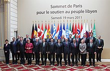 220px-Secretary_Clinton_Poses_for_a_Group_Photo_With_World_Leaders KADHAFI