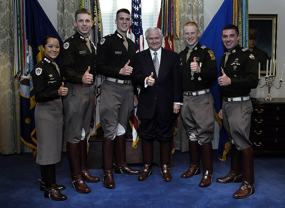 Secretary of Defense Robert Gates and members of Texas A&M University's Corps of Cadets