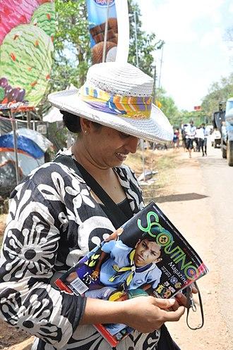Sri Lanka Scout Association - Image: Selling Scouting Magazine door to door in Sri Lanka