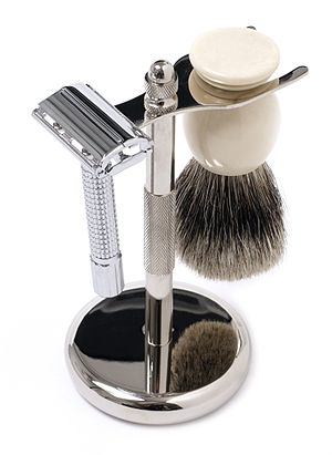 English: A shaving set composed of brush and a...