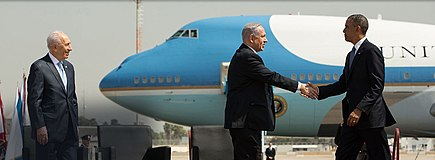 Israeli Prime Minister Benjamin Netanyahu meeting with President Barack Obama at Ben Gurion Airport in 2013 Shimon Peres observes Binyamin Nitanyahu greeting Barack Obama.jpg
