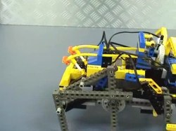 Fichier:Simple Walking Lego Robot.ogv