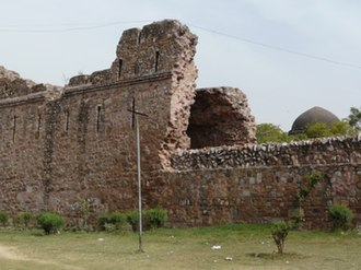 Siri Fort - Image: Siri Fort wall and Tohfe Wala Gumbad dome
