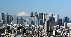 Skyscrapers o Shinjuku wi Mt Fuji in the backgrund.