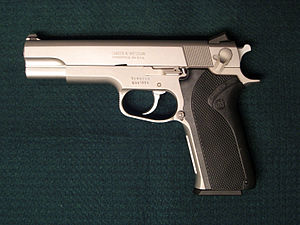 Smith & Wesson Model 1006 - Image: Smith wesson 1006