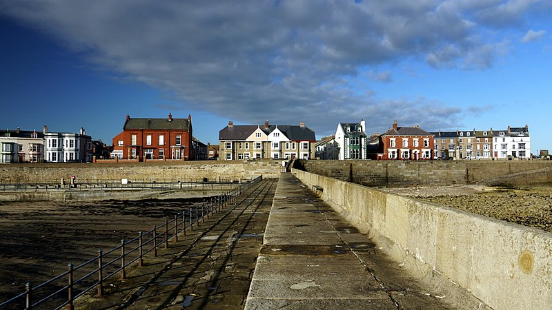 File:South Crescent from the Heugh Breakwater - geograph.org.uk - 1607338.jpg