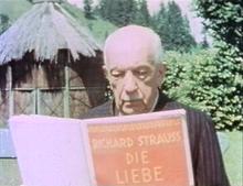 Richard Strauss mit der Partitur zur Liebe der Danae, 1945 (Quelle: Wikimedia)
