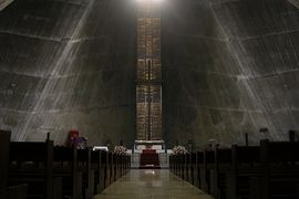 StMary'sCathedral-Tokyo-01.jpg