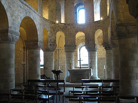 St John's Chapel, inside the White Tower Wakefield Tower Chapel - Tower of London.jpg