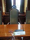 stadhuis leiden - raadszaal stoel burgemeester