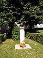 Starovičky-památníkVDrboly.JPG