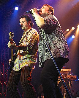Steve Lukather (links) en Bobby Kimball (rechts) Toto live in concert (2006)