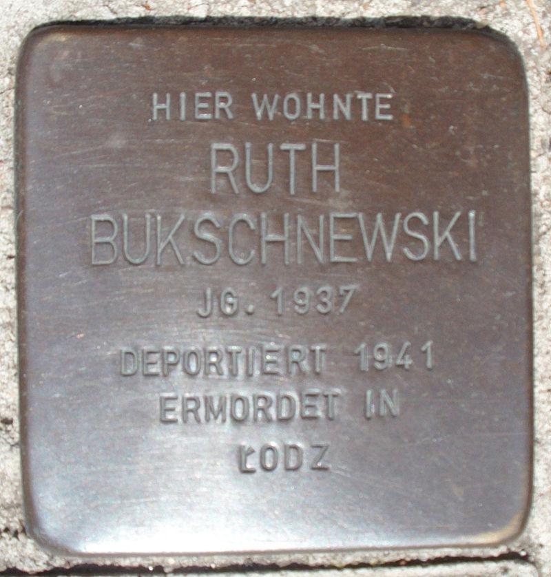 Stolperstein Domstraße 21 (Ruth Bukschnewski) in Hamburg-Altstadt.JPG