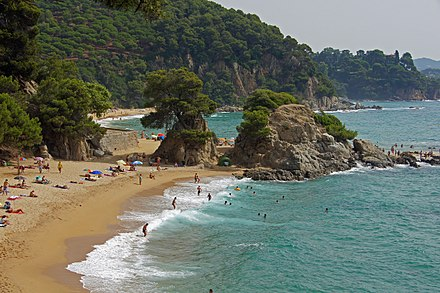 Costa Brava beach. Tourism plays an important role in the Catalan economy. Strand Santa Cristina.JPG