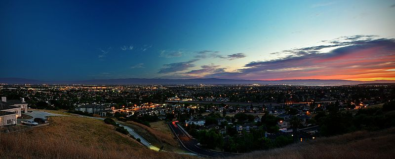 Sunset over silicon valley during summer solstice 2016 (Foto: Anthonyavalos408 CC BY-SA 4.0)