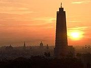 Amanecer en La Habana, la torre del Memorial José Martí, en la Plaza de la Revolución, es el punto más alto de la ciudad.