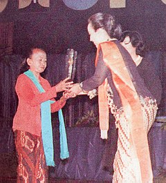 Suparmi receiving Citra for Best Supporting Actress, Festival Film Indonesia (1982), 1983, p63.jpg