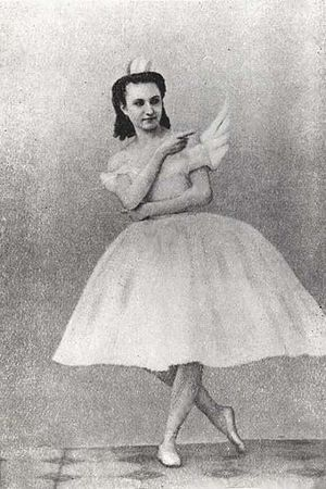 Anna Sobechshanskaya as Odette in Julius Reisi...