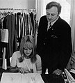Sylvie Vartan et Jacques Rozenker son directeur de collection (1968).jpg
