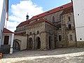 Třebíč, bazilika sv. Prokopa, od hlavního vchodu zámku.jpg