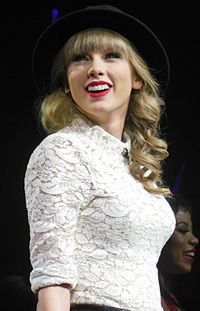 Taylor swift wikipdia a enciclopdia livre taylor swift na red tour em 2013 stopboris Image collections