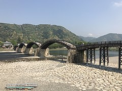 Tenshu of Iwakuni Castle and Kintaikyo Bridge 1.jpg
