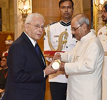 The President, Shri Pranab Mukherjee presenting the Padma Bhushan Award to Dr. Tehemton Erach Udwadia, at a Civil Investiture Ceremony, at Rashtrapati Bhavan, in New Delhi on March 30, 2017.jpg