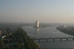 The Taedong River in Pyongyang.jpg