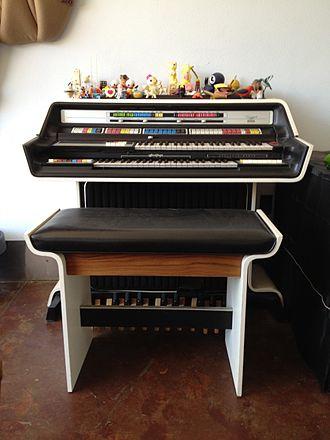 Thomas Organ Company - Thomas 2001 Organ (c.1976)