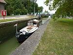 Thugny-Trugny, Canal des Ardennes écluse nr 8 (02 bateau en écluse eau basse).JPG