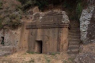 Rock-cut tomb - Image: Tomba a dado necropoli della casetta blera