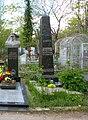 Tombstone of writer Lazar Osipovich Karmen in Odessa.jpg