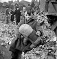 Toni Frissell, Abandoned boy, London, 1945.jpg