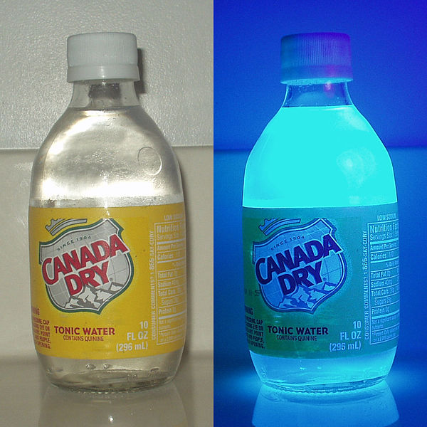 Archivo:Tonic water uv.jpg