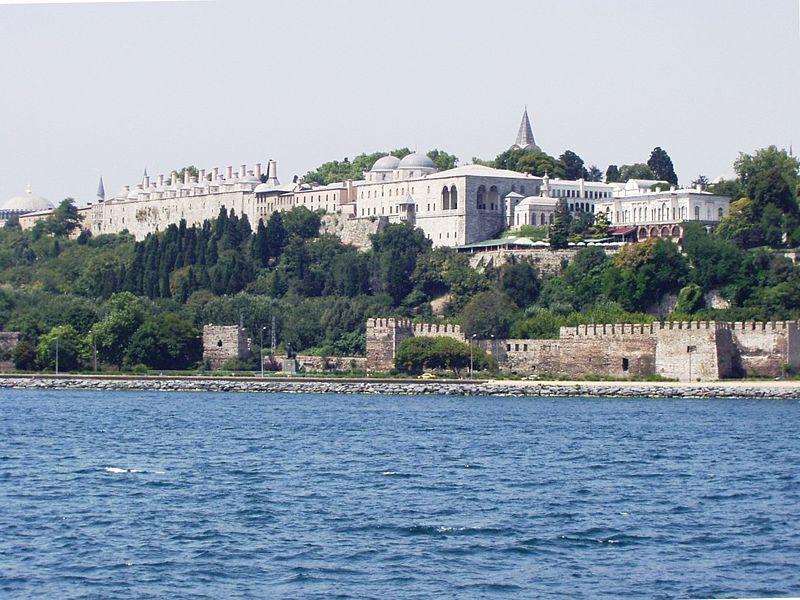 Palatul Topkapî o pagina a istoriei musulmane 800px-Topkapi_Palace_Bosphorus_002
