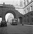Trådbuss på linje 33 på Riksgatan år 1949.jpg