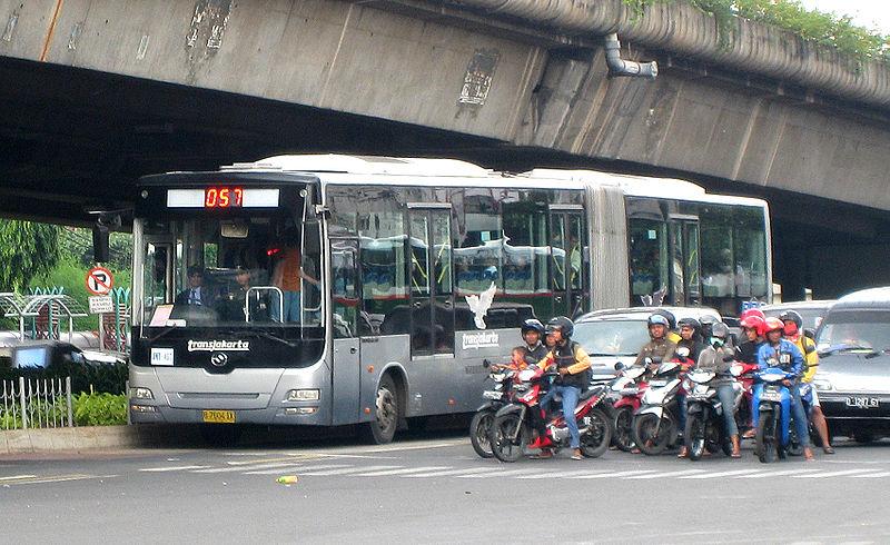 Berkas:TransJakarta Articulated Bus.jpg